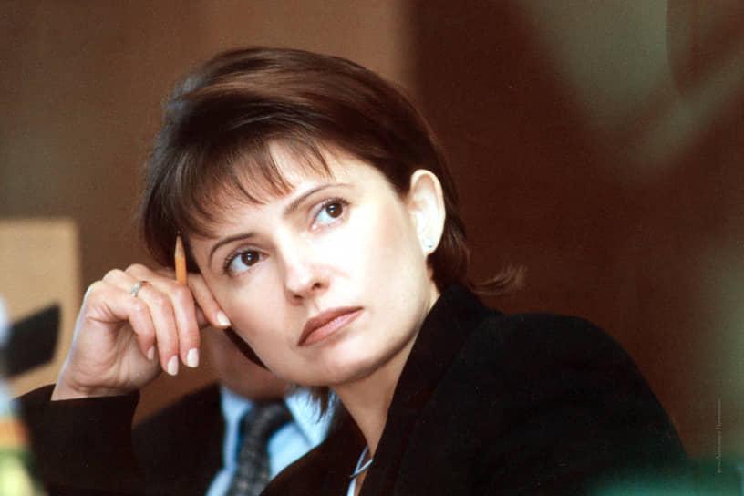 В период с 1997 по 1998 годы Юлия Тимошенко избиралась в Верховную раду II и III созывов. Немецкая газета Frankfurter Rundschau писала об этом так: «Она выиграла свои первые выборы в сельском районе, выступая в качестве магната. Она принесла людям уголь для школ, отремонтировала дороги, проще говоря, она просто купила избирателей»