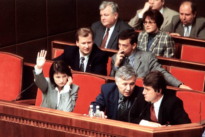 Юлия Тимошенко пришла в бизнес в конце 1980-х, открыв с мужем видеосалон. В 1995 году на основе корпорации «Украинский бензин» она создала крупную бизнес-структуру «Единые энергетические системы Украины» (ЕЭСУ), впоследствии игравшую важную экономическую и политическую роль в стране