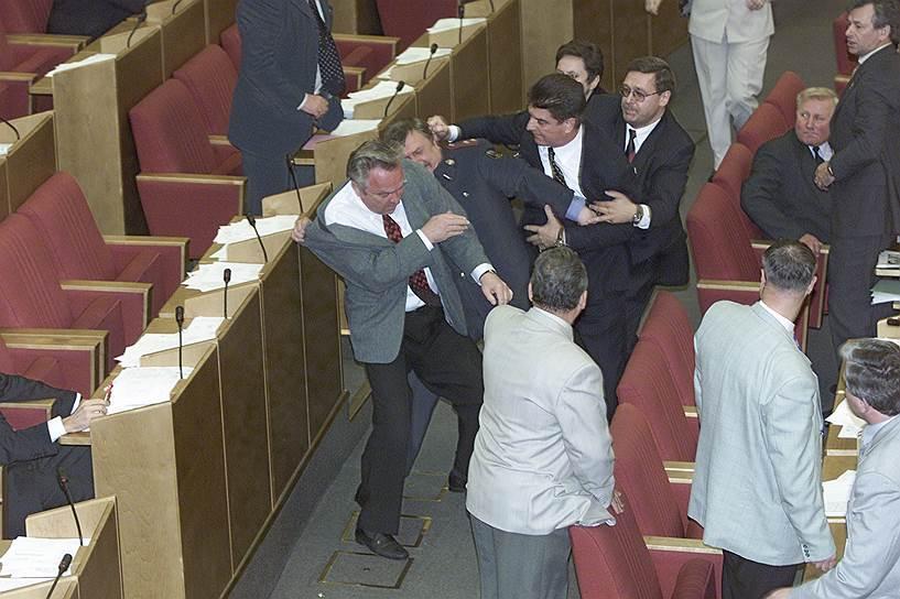 15 июня 2001 года произошла драка между депутатами от КПРФ и представителями «Единства». Конфликт произошел во время выступления министра экономического развития и торговли Германа Грефа, посвященного Земельному кодексу, которое коммунисты попытались сорвать