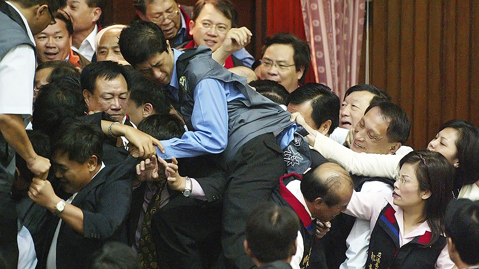 8 мая 2007 года парламентарии Тайваня подрались на заседании из-за разногласий при обсуждении очередного законопроекта