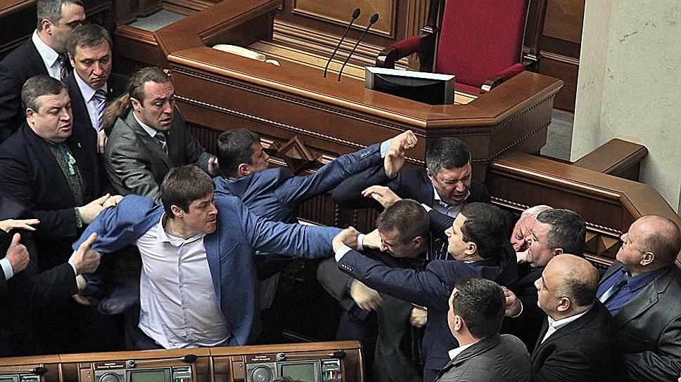 8 апреля 2014 года депутаты Верховной Рады в очередной раз устроили драку