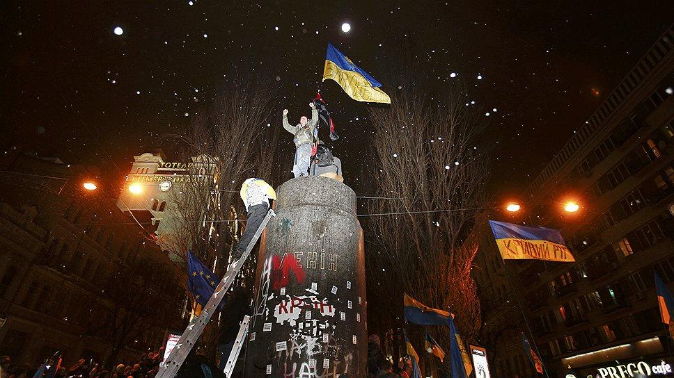 Правоохранительные органы открыли уголовное производство по статье «массовые беспорядки» в связи со сносом памятника Ленину на Бессарабской площади