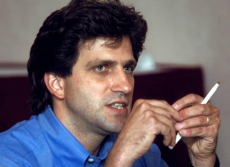 9 июля 2004 года главный редактор русского Forbes Пол Хлебников был застрелен на выходе из редакции. Заказчиком преступления следствие объявило чеченского криминального авторитета Хож-Ахмеда Нухаева, исполнителями — Фаиля Садретдинова, Казбека Дукузова и Мусу Вахаева. Все они были оправданы Мосгорсудом