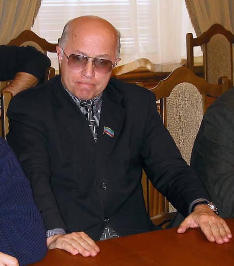 21 марта 2008 года в Махачкале был убит председатель ГТРК «Дагестан» Гаджи Абашилов. В июне того же года в Ессентуках были задержаны дагестанец Руслан Гитиномагомедов и азербайджанец Эльчин Гасанов, которым, по официальной версии, «не установленные следствием лица» заказали убийство. В 2009 и 2010 годах Верховный суд республики дважды возвращал дело на доследование. В августе 2010 года обвиняемые были выпущены под подписку о невыезде. В 2011 году их уголовное преследование было прекращено «за непричастностью к совершенному преступлению»