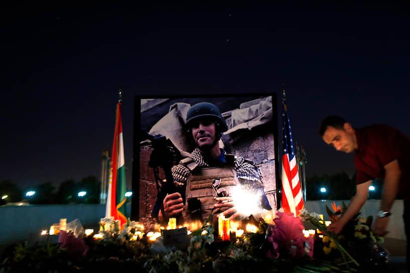 19 августа 2014 года боевики группировки «Исламское государство» опубликовали видео казни американского журналиста Джеймса Фоули, пропавшего на северо-западе Сирии 22 ноября 2012 года. Видеозапись называлась «Послание Америке»