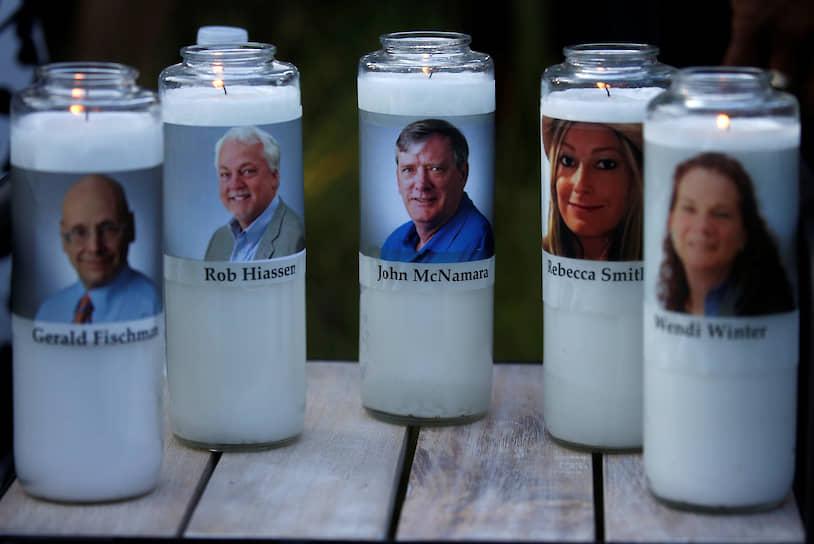 29 июня 2018 года пять журналистов издания Capital Gazette в американском городе Аннаполисе были застрелены 38-летним Джерродом Рамосом, который несколько лет безуспешно судился с газетой