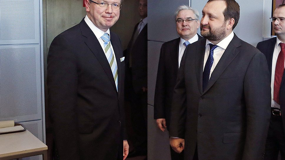 Почему Евросоюз приостанавливает переговоры об ассоциации с Украиной