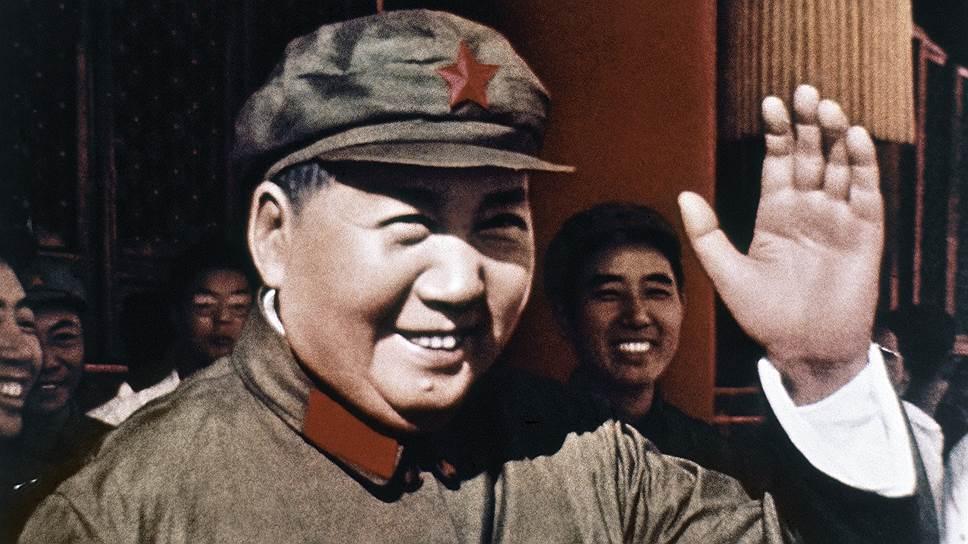 Мао Цзэдун родился 26 декабря 1893 года на юге Китая в деревне Шаошань уезда Сянтань провинции Хунань. Его отец был мелким земледельцем и много времени проводил в поле, не занимаясь воспитанием сына. Большое влияние на маленького Мао оказала его мать, прививая ему буддистские убеждения, от которых, впрочем, он впоследствии отказался