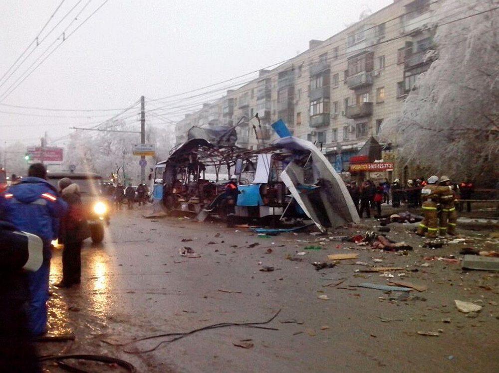 Троллейбус №15 только отъехал от остановки «Качинский рынок», как произошел взрыв. По предварительным данным, на месте погиб кондуктор. Водитель троллейбуса жив, но находится в шоковом состоянии
