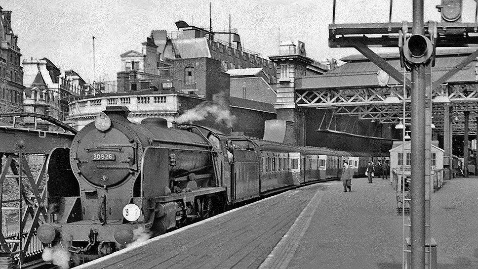 1864 год. В Лондоне открылся вокзал Чаринг-Кросс