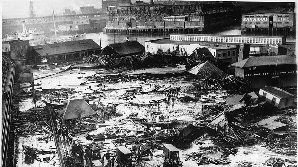 1919 год. Американский город Бостон затопило патокой после аварии на алкогольном заводе. Жертвами катастрофы стал 21 человек, еще 150 попали в больницы