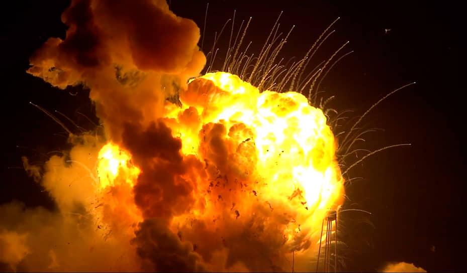 29 октября 2014 года американский космический корабль Antares, который должен был доставить более 2 т груза на борт МКС, взорвался через несколько секунд после старта. Авария грузовой ракеты заставила NASA объявить о временной приостановке полетов. Несмотря на это, в США по-прежнему надеются, что частные компании смогут заменить Роскосмос