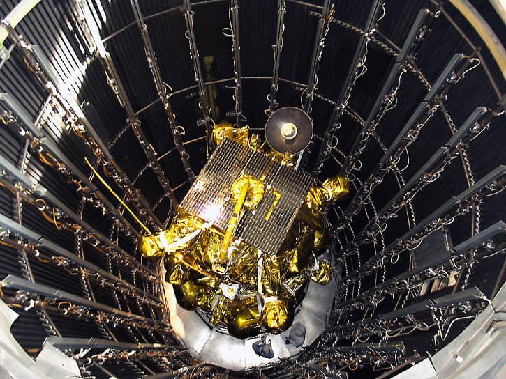 9 ноября 2011 года года произошла авария с автоматической межпланетной станцией «Фобос-Грунт», предназначавшейся для исследования спутника Марса. После отделения от ракеты-носителя «Зенит-2ФГ» у аппарата не включились двигатели, и он завис на орбите. В середине января 2011 года обломки станции упали в Тихий океан, в 1250 км от чилийского острова Веллингтон. Причиной аварии было названо воздействие на оборудовании станции тяжелых заряженных частиц