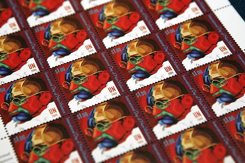 «Мир достаточно велик, чтобы удовлетворить нужды любого человека, но слишком мал, чтобы удовлетворить людскую жадность» <br>На фото: почтовые марки с изображением Махатмы Ганди