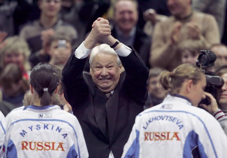 «У меня давление всегда нормальное, 120 на 80. Хоть ночью меня разбуди, хоть во время заседания, хоть во время стресса — всегда 120 на 80»<br> Выйдя на пенсию в 2000 году, Борис Ельцин создал собственный благотворительный фонд. В 2001 году экс-президент был награжден орденом «За заслуги перед Отечеством» I степени, а в 2006 году отпраздновал свое 75-летие
