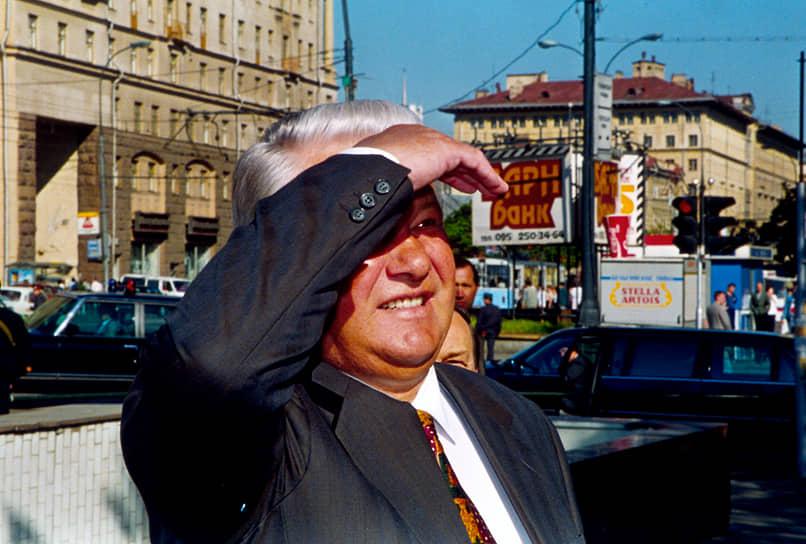 «Возраст политика — 65 лет, а после этого он впадает в маразм» <br>12 июня 1991 года на первых в России всенародных выборах Борис Ельцин был избран президентом РСФСР, получив более 57% голосов. Его противник Николай Рыжков набрал лишь 16,85%