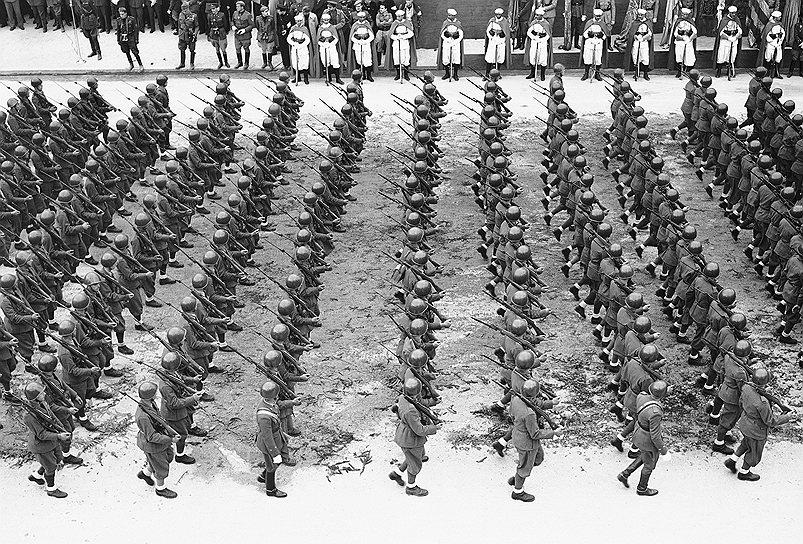 «В одном я уверен и за это могу отвечать: там, где буду я, коммунизма не будет» <br>19 мая 1939 года в Мадриде прошел парад Победы в честь генералиссимуса Франко. В нем приняли участие войска Италии, Германии, Испании