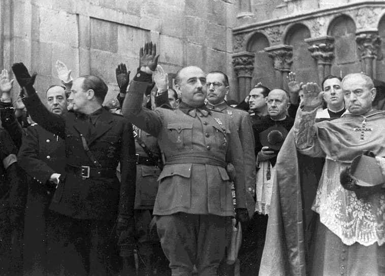 29 сентября 1936 года в Испании, переживавшей гражданскую войну, мятежниками, ратующими за падение республики, был избран новый вождь — Франсиско Франко, возглавлявший мятеж. Ему было 44 года, в отличие от других генералов он не причислял себя ни к фалангистам, ни к монархистам, ни к правым республиканцам. Когда республика все же пала, военная хунта наградила его чином генералиссимуса и пожизненного главы Испании
