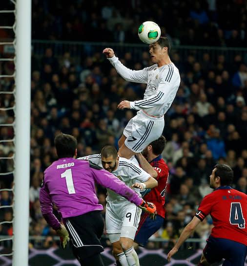 В 2011 году хавбеку удалось установить рекорд — он смог забить 41 мяч за сезон в чемпионате Испании, побив предыдущее достижение в 38 мячей. Однако в следующем году рекорд был побит Лионелем Месси, забившим 50 мячей за «Барселону»
