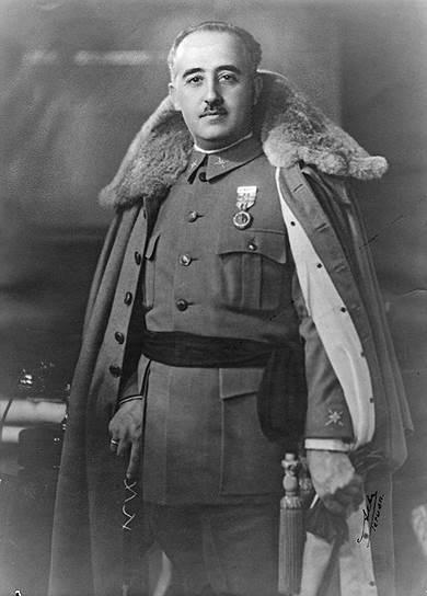«Поскольку провозглашена республика и верховная власть находится в руках временного правительства, мы обязаны соблюдать дисциплину и сплотить свои ряды» <br> Пробыв недолгое время в гарнизоне в родном Ферроле, отправился служить в Марокко, пройдя путь от лейтенанта до генерала. В 1912-1920 годах принимал участие в сражениях против рифских кабилов. В 1926 году был назначен главнокомандующим пехотной бригадой в Мадриде, в 1928 году — главой Военной академии в Сарагосе. После падения монархии в 1931 году не вмешивался в политику, заявляя о своей нейтральности
