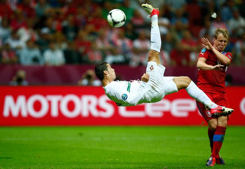За переход Криштиану в 2009 году испанский клуб «Реал» заплатил около $130 млн, что сделало его на тот момент самым дорогим футболистом в истории