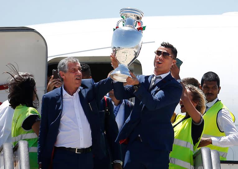 В 2016 году футболист стал чемпионом Европы. Во время турнира, проходившего во Франции, Роналду сравнялся с Мишелем Платини по количеству мячей, забитых на чемпионатах Европы (девять), и стал единственным футболистом, забивавшим на четырех чемпионатах континента
