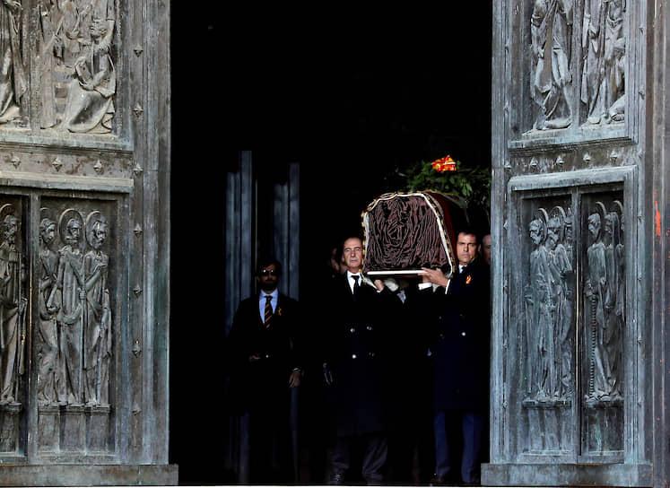 В октябре 2019 года останки Франсиско Франко эксгумировали и перезахоронили на муниципальном кладбище Мадрида