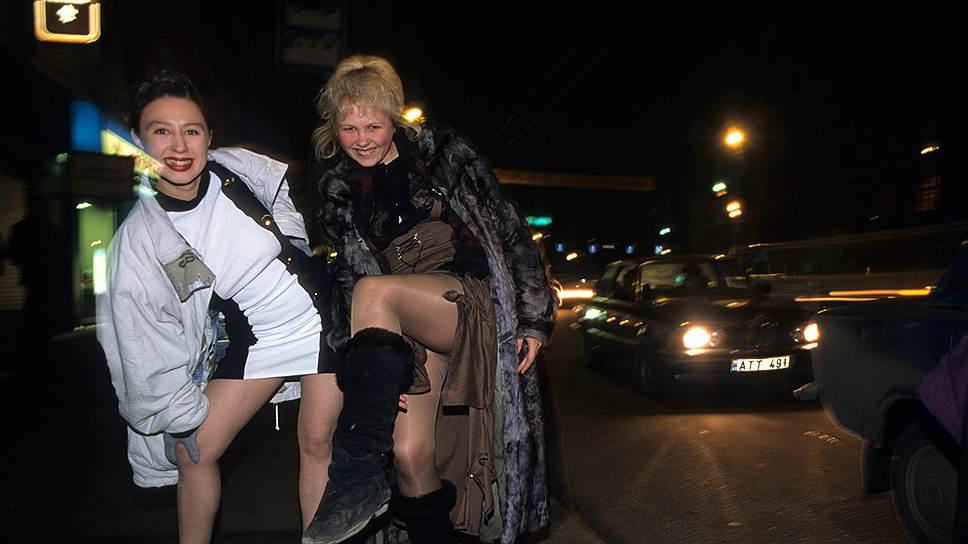 Проститутки точки в москве, голая толстая баба фоткается перед зеркалом