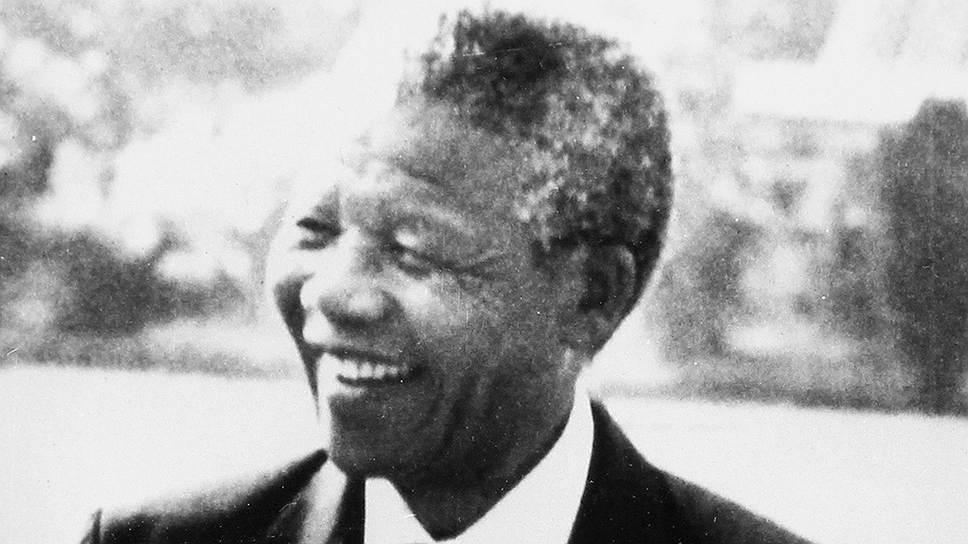 1990 год. После подписания последним белым президентом ЮАР Фредериком де Клерком указа о легализации АНК (Африканского Национального конгресса) и других движений против режима апартеида вышел на свободу после 27-летнего заключения Нельсон Мандела
