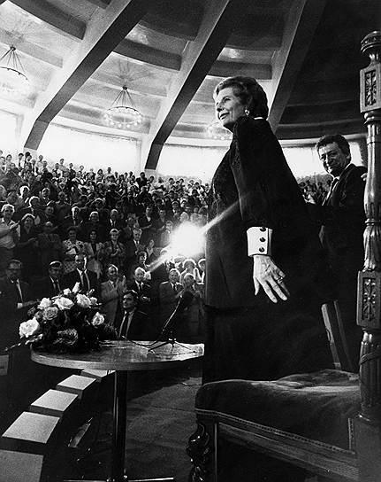 1975 год. Во втором туре выборов председателя Консервативной партии Великобритании Маргарет Тэтчер одержала победу над Уильямом Уайтлоу, став первой женщиной-лидером оппозиции в Британии