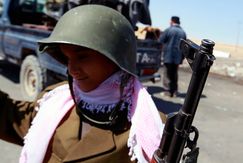По данным Сирийского центра мониторинга за соблюдением прав человека, в Сирии за время гражданской войны с 2011 года погибли более 22 тыс. детей<br> На фото: 10-летний ребенок, принимавший участие в боевых действиях в Ливии, где с 2011 года идет гражданская война