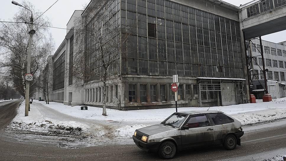 Вдоль бульвара тянутся производственные цеха, фасады которых архитекторы предлагают сохранить. Арматурный корпус (на фото) – один из них