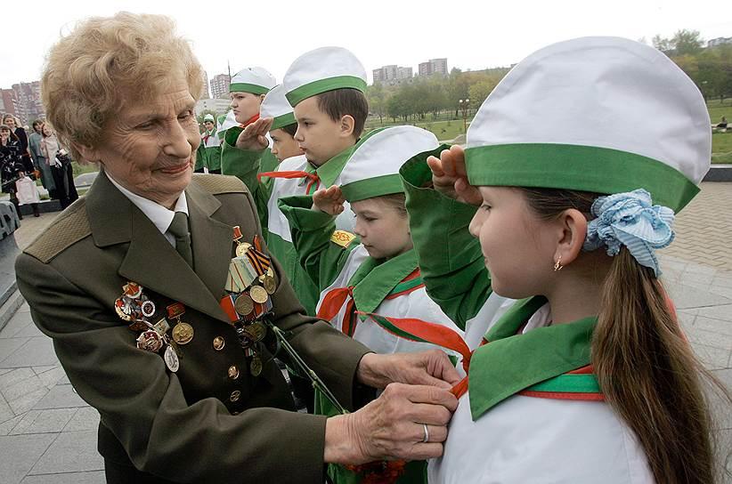 Единственная союзная республика, где пионерское движение было восстановлено,— Белоруссия, но символика и ее название были изменены
