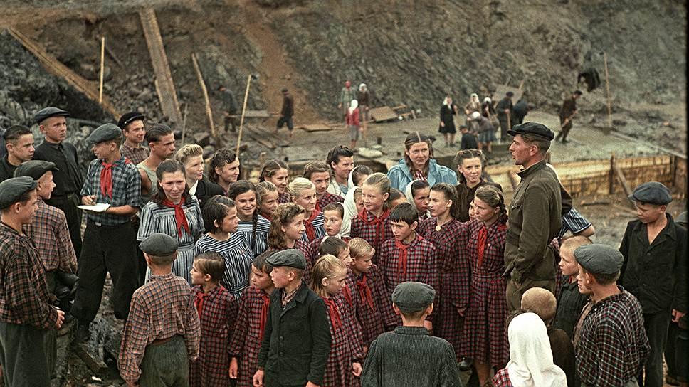 С 1958 года всю работу пионеров объединили в двухлетний пионерский план, направленный на помощь взрослым в выполнении семилетнего плана