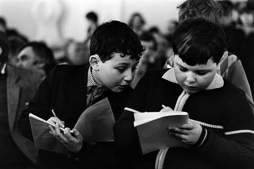 По всему Союзу с учреждением пионерских организаций стали выходить пионерские газеты, призванные вести среди читателей общеобразовательную работу. Среди самых известных из них такие как «Детская правда», «Юный Спартак» и «Пионерская правда»