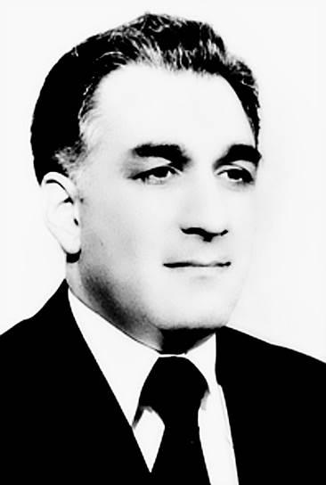 Новое руководство страны попыталось провести ряд коренных реформ, направленных на преодоление отставания Афганистана, однако это вызвало активное сопротивление со стороны исламской оппозиции. В стране началась гражданская война. Внутри НДПА также произошел раскол — между радикальной «Хальк», лидерами которой были Хафизулла Амин (на фото) и Нур-Мухаммед Тараки, и умеренной «Парчам», которую возглавлял Бабрак Кармаль
