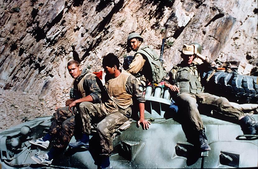 В период с марта 1980 года по апрель 1985 года советские войска в Афганистане занимались ведением активных боевых действий, осуществляли работу по реорганизации и укреплению вооруженных сил страны