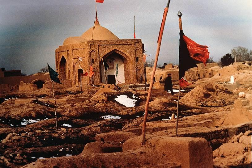 Точное число погибших в результате военных действий афганцев неизвестно. По различным данным, это от 670 тыс. до 2 млн гражданских лиц. Еще около 5 млн жителей Афганистана стали беженцами