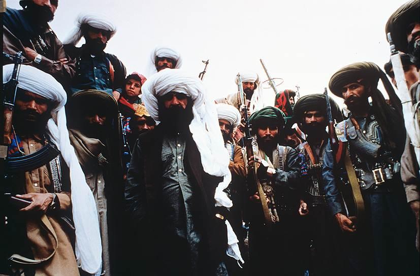 С января 1987 года советские войска в Афганистане участвовали в проведении политики национального примирения, в то время как поддержка боевой деятельности афганских войск продолжалась