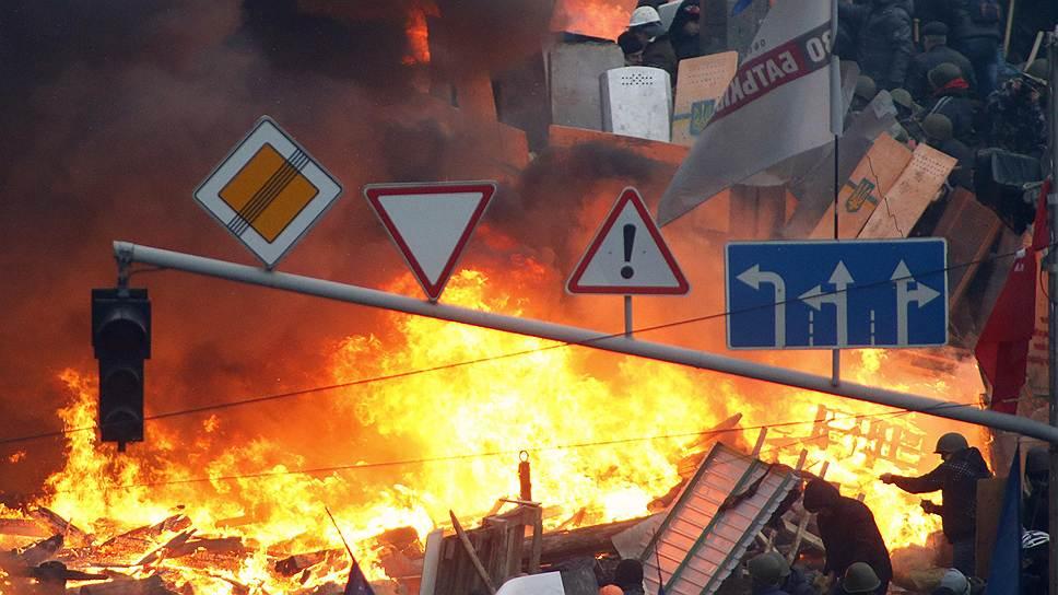 Глава МВД Украины Виталий Захарченко возлагает ответственность за столкновения в Киеве на оппозиционных политиков