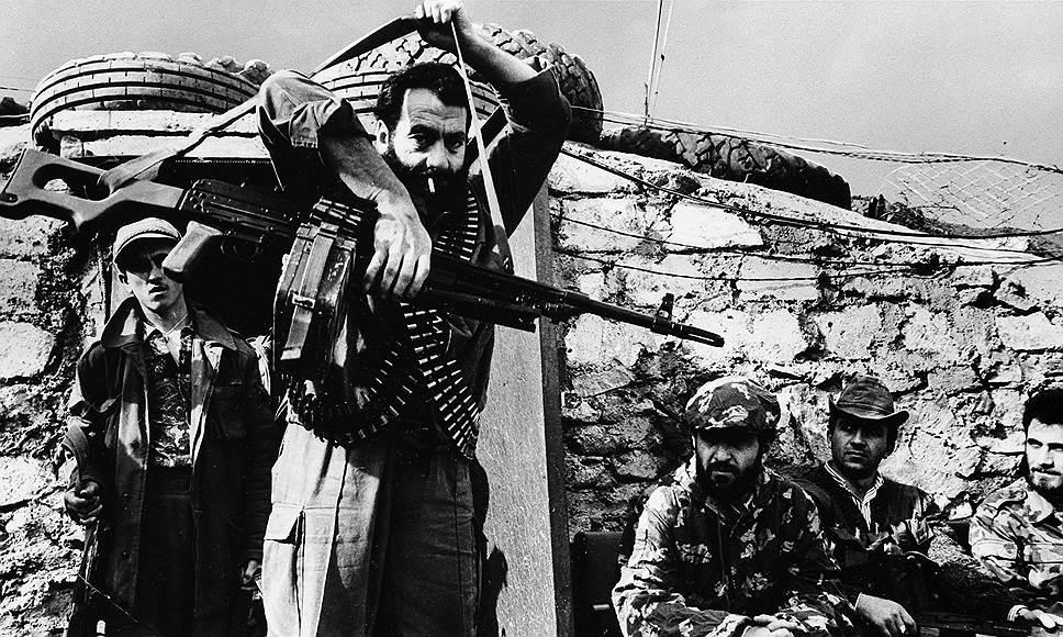 23 июля 1993 года карабахским силам самообороны удалось добиться значительного военного успеха: по информации министерства обороны Азербайджана, ими был взят Агдам, блокирован приграничный райцентр Физули, а также дорога, связывающая юго-западные районы Азербайджана с остальной частью страны. Армянская же сторона продолжала опровергать сообщения о наступательных действиях, подчеркивая, что ее цель — лишь подавить огневые точки противника в приграничных с Карабахом районах, откуда ведется регулярный обстрел карабахской столицы Степанакерта. Однако исполняющий обязанности президента Азербайджана Гейдар Алиев направил обращение в Совет безопасности ООН, где утверждал, что «армянским агрессором захвачено свыше 17% азербайджанской территории» и потребовал международного вмешательства