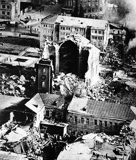 Конфликт ненадолго приостановило Спитакское землетрясение, произошедшее 7 декабря 1988 года на северо-западе Армянской ССР и приведшее к гибели как минимум 25 тыс. человек