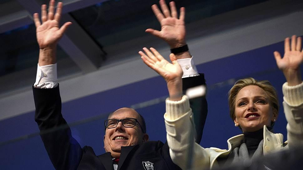Принц Монако Альбер II и его жена Шарлин на президентской трибуне во время церемонии открытия Олимпийских игр в Сочи