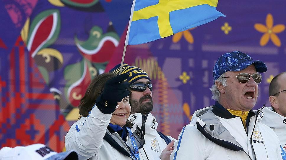 Шведский король Карл Густав (справа) и королева Швеции Сильвия во время соревнований в Сочи