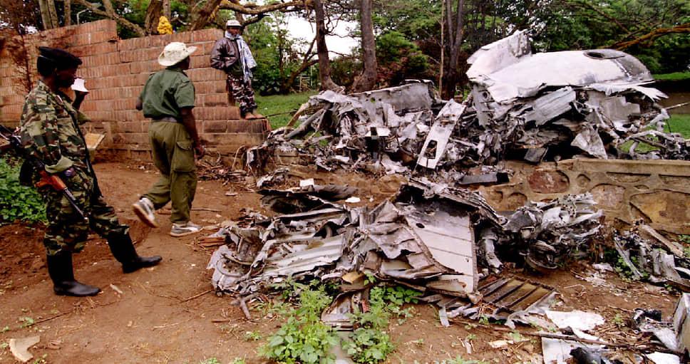 Место крушения самолета президентов Республики Руанда Жювеналя Хабиариманы и Республики Бурунди Сиприена Нтарьямиры