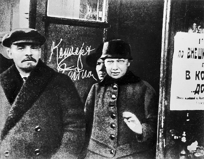 Глеб Кржижановский, соратник Ленина: «Владимир Ильич мог найти красивее женщину, вот и моя Зина была красивая, но умнее, чем Надежда Константиновна, преданнее делу, чем она, у нас не было…» <br>Надежда Крупская познакомилась с Владимиром Лениным в 1894 году. На пропагандистской работе вместе они организовали «Союз борьбы за освобождение рабочего класса». Спустя два года она была арестована и сослана в Сибирь. В июле 1898 года они обвенчались, тогда же Крупская вступила в РСДРП. Семья Ленина не приняла Крупскую, там находили, что у нее уж очень «селедочный вид» (имелось в виду то, что у Крупской глаза были навыкате – один из признаков обнаруженной позднее базедовой болезни)