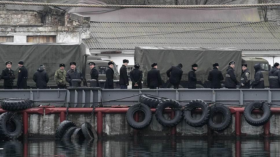 Порядка десяти кораблей ВМФ Украины покинули базу в Севастополе в течение последних суток, сообщает 2 марта «РИА Новости» со ссылкой на источник в администрации Крыма