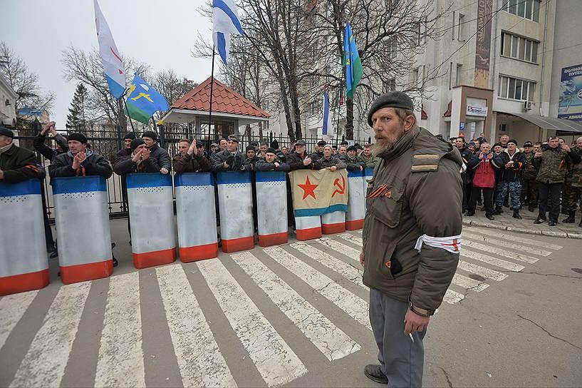 Виктор Янукович: «Я обращаюсь к крымчанам с просьбой не допустить кровопролития и междоусобицы. Как действующий президент Украины хочу заявить, что Крым должен оставаться в составе украинского государства»