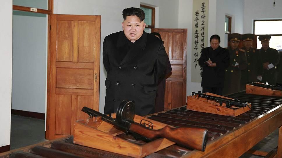 В декабре 2015 во время посещения обновленного оружейного завода в Пхеньяне Ким Чон Ын сообщил, что у КНДР есть собственная водородная бомба. Глава Северной Кореи рассказал, что его дед Ким Чен Ир «превратил страну в мощную ядерную державу, готовую, полагаясь на свои собственные силы, взорвать атомную и водородную бомбы, чтобы защитить суверенитет и достоинство нации». 6 января 2016 года КНДР предположительно провела испытание водородного взрывного устройства. Факт мощного взрыва, вызвавшего землетрясение магнитудой 5.1 балла подтвердили источники в США и Южной Корее