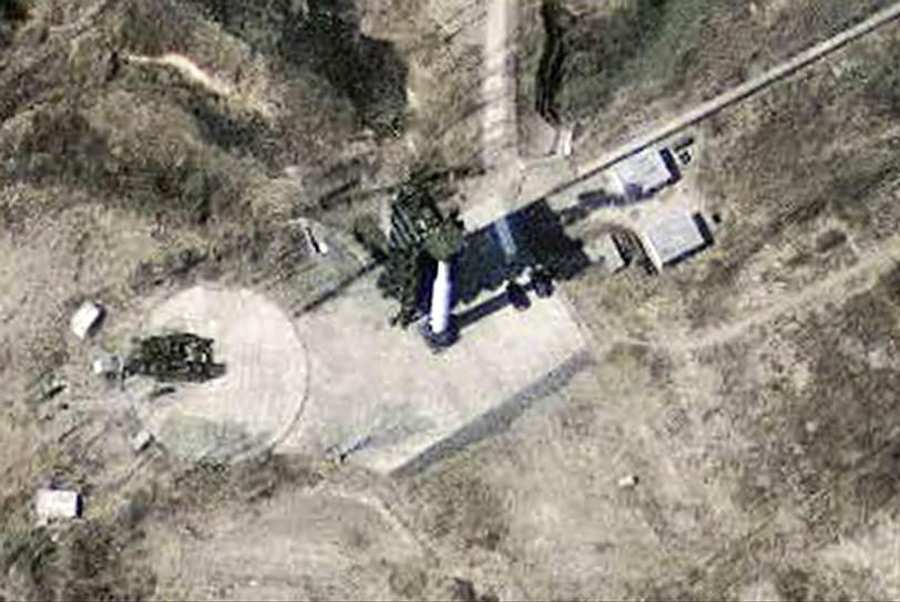 В апреле 2013 года Северная Корея объявила о выводе своих рабочих и остановке работы на комплексе Кэсон, когда напряженность на Корейском полуострове резко возросла. На призывы Сеула сесть за стол переговоров о возобновлении работы промзоны северокорейский министр по делам объединения Рю Гиль Чжэ ответил, что КНДР не пойдет на это «пустое и бессмысленное действие». Как пояснил господин Рю, сотрудничество было прекращено из-за совместных военных учений Южной Кореи и США у берегов Корейского полуострова. КНДР восприняло эти маневры как агрессию. Министр добавил, что Пхеньян не пойдет на переговоры, пока Сеул не откажется от «своей конфронтационной политики»